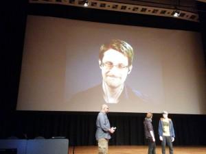 Edward Snowden live auf dem 33C3
