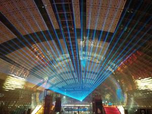 Der 35C3 in Leipzig in den Hallen der neuen Leipziger Messe. Laserprojektion in der zentralen Messehalle.